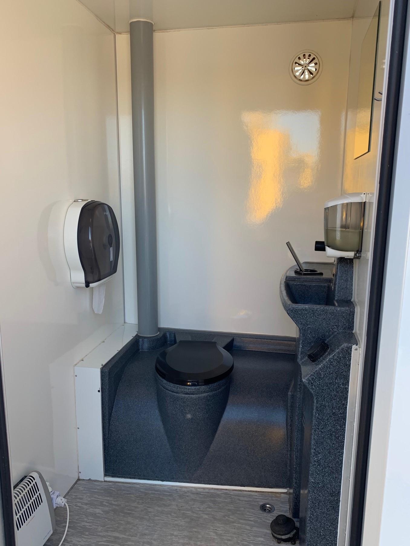 Toiletvogn med 2 toiletter